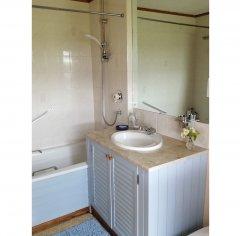 en-suite-guest-bathroom.jpg